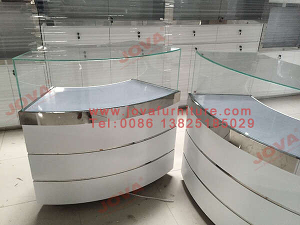 curved glass optical showcases