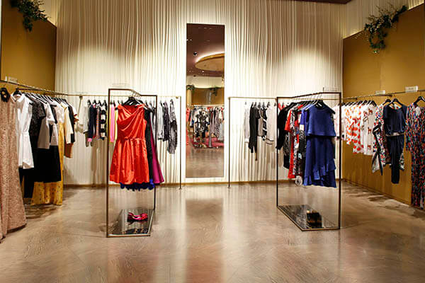 fashion clothing store displays
