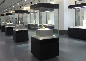 museum display stands